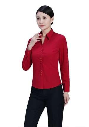 红色弹力衬衫